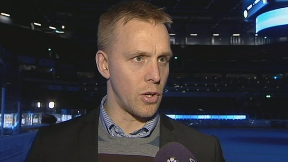 Bert Robertsson intervjuas av SVT.