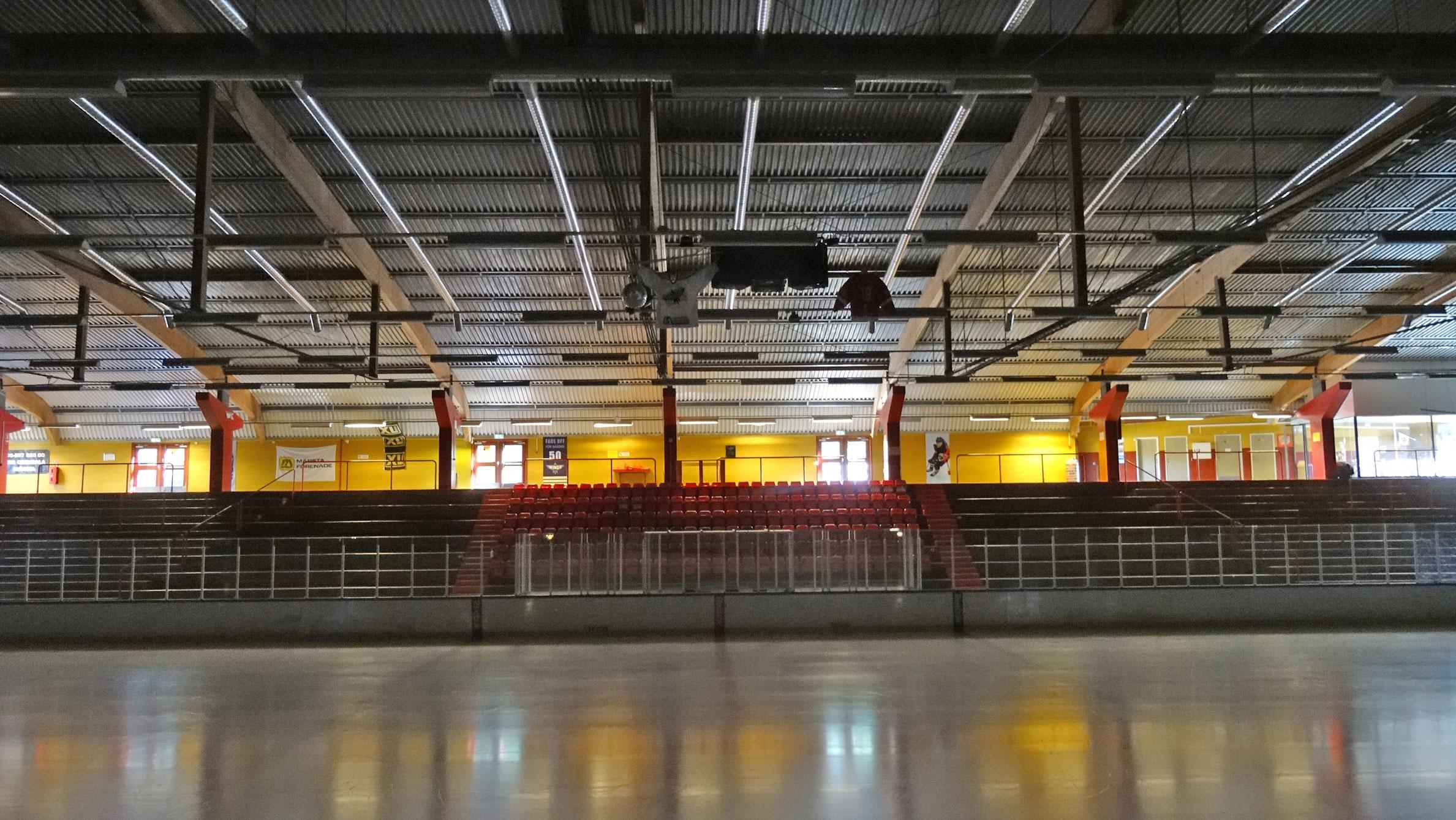 Pinbackshallen, Wings