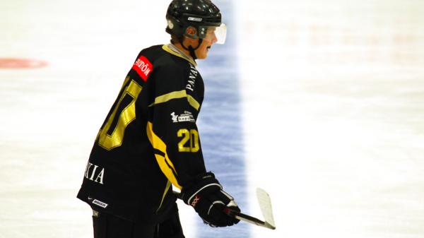 Victor Andersson i AIK-tröjan.