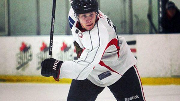 Robin Press laddar bössan under NHL-campen.