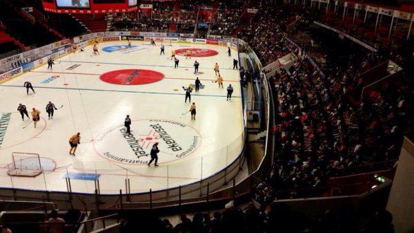 Gott om folk på SSK:s ispremiär 2014.