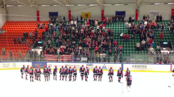 SSK-spelarna tackade de tillresta åskådarna. Som var många till antalet.