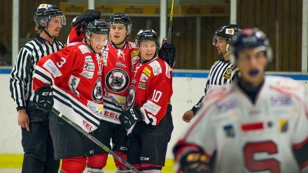 Kumla jublar vid 3-1. Foto: David Nilsson Hamne