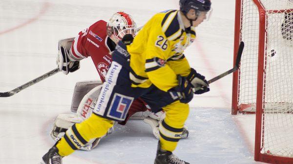 Holm överlistar Trojakeepern. Foto: David Nilsson Hamne