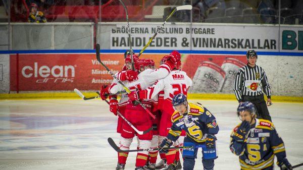 Trojaspelarnaljublar efter vinst mot SSK. Foto: David Nilsson