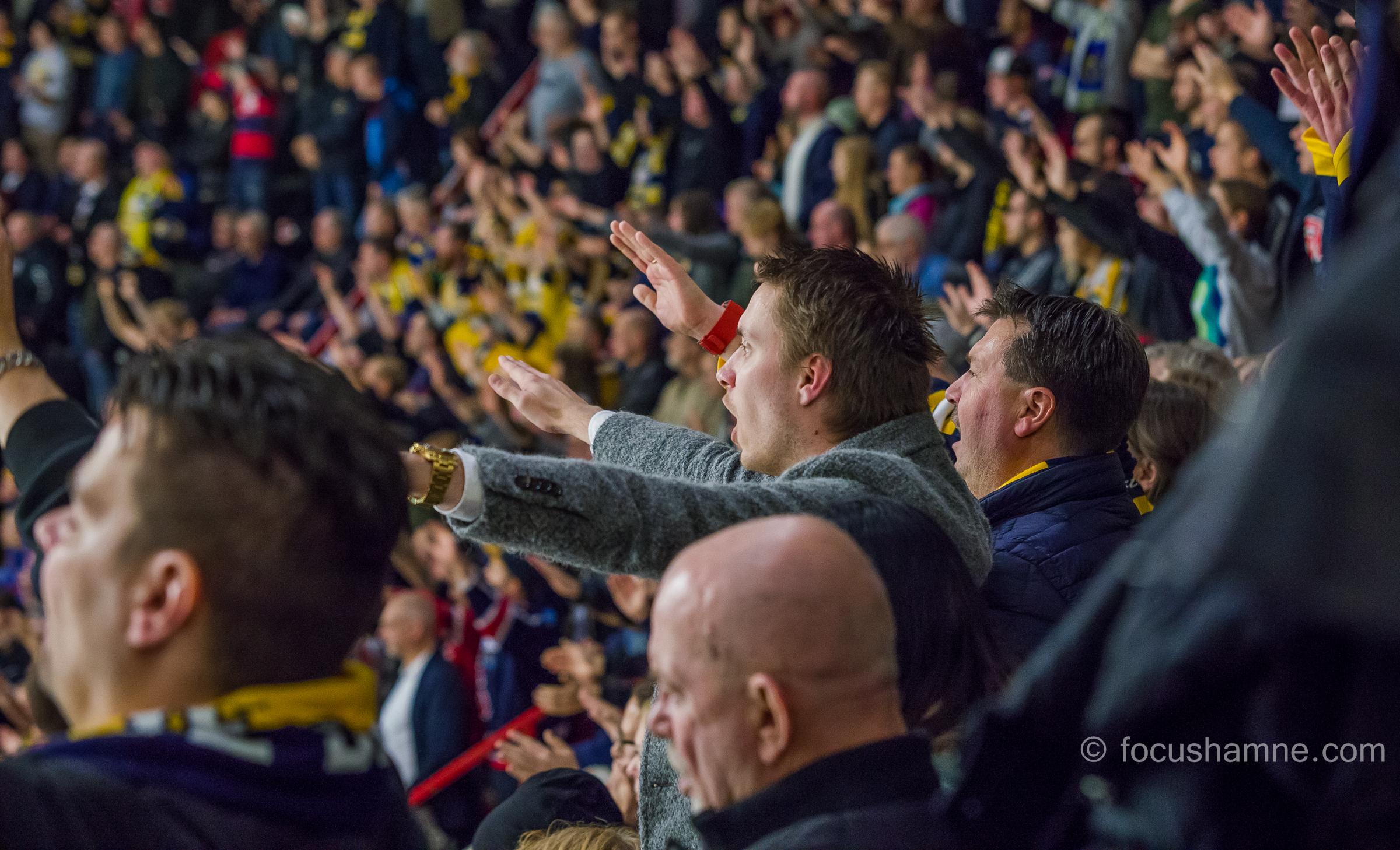 Sång på stå- och sittplats. Foto. David Nilsson Hamne